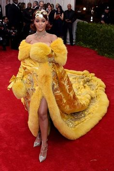 Rihanna - WITH less than a week to go until the annual Met Ball, Vogue charts the red-carpet dresses and beauty to look out for - as well as the gossip that's likely to be gripping us the the Gala unfolds. Gala Gowns, Gala Dresses, Red Carpet Dresses, Nice Dresses, Celebrity Red Carpet, Celebrity Look, Celebrity Dresses, Moda Rihanna, Rihanna Mode