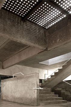 **************************************Casa Gerassi, São Paulo, Brasil by Paulo Mendes da Rocha Concrete Architecture, Sustainable Architecture, Contemporary Architecture, Architecture Details, Interior Architecture, Concrete Interiors, Concrete Structure, Interior Stairs, Brutalist