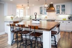 Incridible Farmhouse Kitchen Island Decor and Design Ideas Stained Kitchen Cabinets, Wood Floor Kitchen, White Kitchen Cabinets, Painting Kitchen Cabinets, Wooden Kitchen, Oak Cabinets, Kitchen Grey, Kitchen Without Island, Kitchen Island Decor