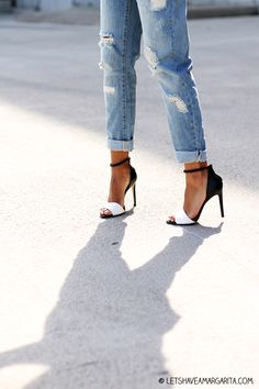 Shoes, high hills, black and white, cropped jeans. Босоножки на каблуке, джинсы.