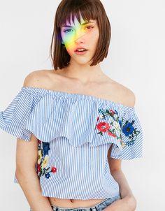 Camiseta de popelín flores bordadas - Camisetas - Bershka España