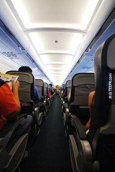 27. the aisle seat of an airplane  最後很重要的理由~ 坐在靠窗戶的位置不會被餐車撞到~