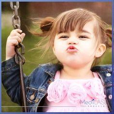世間上最美好的東西都是免費的,就像擁抱、微笑、朋友、親吻、家庭...臨睡前給疼愛的人一個吻吧:)  http://www.medilase.com.hk/ http://instagram.com/medilase755nm #MediLASE  (圖片轉載自網絡)
