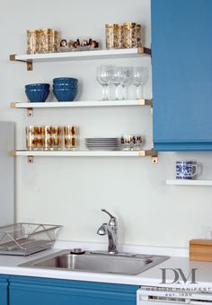A Glam Kitchen Detail On a Budget: IKEA Shelf Brackets Spray-Painted Gold!so much easier than floating shelves! Gold Shelves, Ikea Shelves, Kitchen Shelves, Floating Shelves, Ikea Shelf Hack, White Shelves, Brick Shelves, Mounted Shelves, Kitchens