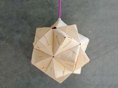 Si vous aimez les origamis, ce #tutoriel vous plaira certainement : créer une #lampe avec la technique #sonobe ! #DIY