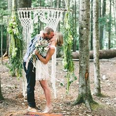 Our dear friend and creative genius @dianerudge makes these stunning macrame backdrops and we just can't get enough!!! Loving this shot from @thewhistlerweddingcollective #weddingceremony #bohowedding #bluevioletevents