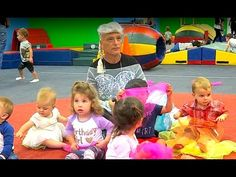 HOWIE MANDEL CRASHES KIDS BIRTHDAY PARTY AS ELSA - YouTube