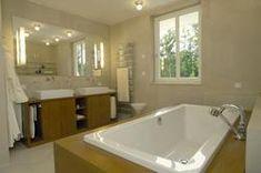 "Modernes Badezimmer in der StadtVilla ""Mythos"". #HAACKEHAUS #StadtVilla #modern #housegoals #house #home"