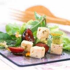 Queso feta, aguacate y uva en tu ensalada… ¡Riquísimo!