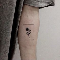 Looking for some tattoos ideas? Then look no further! Check out these awesome 36 Minimalist tattoos ideas! minimalist tattoo ideas 36 Minimalist tattoos ideas you must see Mini Tattoos, Flower Tattoos, Body Art Tattoos, Small Tattoos, Sleeve Tattoos, Hidden Tattoos, Key Tattoos, Butterfly Tattoos, Foot Tattoos