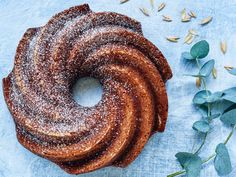 Vegaaninen maustekakku | Valio Something Sweet, Bagel, Doughnut, Vegan Recipes, Easy Meals, Sweets, Homemade, Baking, Eat