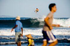 Reach the sky #surf #redbull #jordysmith