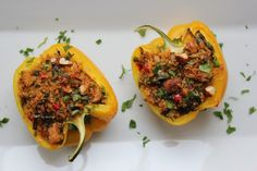 Bell peppers are stuffed and baked with quinoa, spinach and leftover chicken. - Bell peppers are stuffed and baked with quinoa, spinach and leftover chicken. A … – Frida Mouzo - Cleanse Recipes, Soup Recipes, Cooking Recipes, Healthy Recipes, Recipes Dinner, Salad Recipes, Wild Rose Detox, Clean Eating Recipes, Healthy Eating