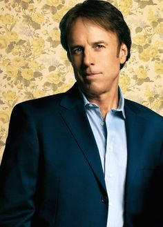 @kevin_nealon you are hillarious from SNL, Grandma's Boy to Weeds...everything you touch is golden with laughter.