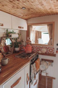 Renovation Design, Camper Renovation, Bus Living, Tiny House Living, Van Life, Van Kitchen, Happy Kitchen, Summer Kitchen, Kombi Home