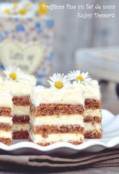Prajitura fina cu foi de nuca Romanian Desserts, Romanian Food, Romanian Recipes, Cake Recipes, Dessert Recipes, Just Cakes, Vegan Kitchen, Dessert Drinks, Vegan Desserts