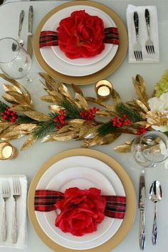 Red & Gold Holiday Table Setting and Centerpiece