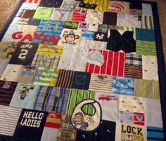 baby clothing quilt to cute...now all those baby clothes of Shelton's I have been hoarding will have a purpose lol...