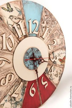 Купить или заказать Часы настенные большие ,, Алиса в зазеркалье,, в интернет-магазине на Ярмарке Мастеров. ,,Алиса в зазеркалье,, часы диаметром 50 см, очень насыщенные ,в единственном числе. Выполнены из качественных экологически чистых материалов, с использованием различных техник. Часовой механизм Grand time. Часы проверяются в течении трех и более недель на различные дефекты. Часы это очень хороший подарок подруге, семейной паре, родителям. Очень оригинальные часы, радуют глаз…
