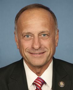 Rep. Steve King (R-Iowa) is so anti-immigration, some of his remarks have been labeled as racist. His latest quote to get mileage is one where he attempts to tarnish illegal immigrant valedictorians that have been in America their entire lives with overloaded drug mules in order to deny all illegal immigrants (or undocumented immigrants) a path to citizenship. But a photo shows just how ridiculous King's claim of drug smugglers' carrying 75 pounds of marijuana really is... Read on...