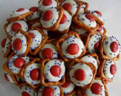 Serve Some: sweet & salty football snacks. Serve Some: sweet & salty football snacks. 4th Of July Desserts, Fourth Of July Food, 4th Of July Celebration, 4th Of July Party, July 4th, Party Desserts, Holiday Treats, Holiday Recipes, Christmas Treats