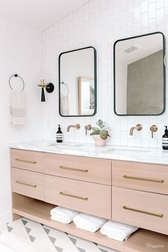 Bathroom decor for your master bathroom renovation. Discover master bathroom organization, master bathroom decor tips, bathroom tile suggestions, master bathroom paint colors, and more. Bad Inspiration, Bathroom Inspiration, Bathroom Ideas, Bathroom Vanities, Bathroom Cabinets, Shower Ideas, Shower Tips, Bathroom Photos, Modern Bathroom Design