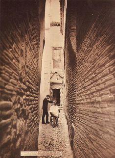 Casiano Alguacil, Barber in the alley of Soledad, Toledo, 1880 Art Photography, Explore, Digital, Sheriff, Barbers, Loneliness, Street, Fotografia, In Love