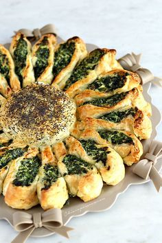 Torta fiore di spinaci e ricotta | Chiarapassion  Made with Puff pastry - Nice!