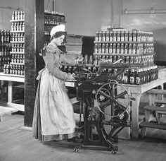 Do you know where your #ketchup comes from?  Heinz factory, #Pittsburgh, c1897.