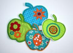 4 Applikationen, Aufnäher Äpfel    Die Äpfel haben jeweils eine Größe von ca. 8 x 9 cm    Diese Applikationen sind in Zusammenarbeit mit FilzPilz--...