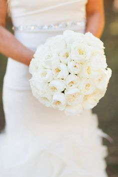 All white bouquet by bloomsbymarthaandrews.com | Read More: http://www.stylemepretty.com/little-black-book-blog/2014/08/12/classic-lake-tahoe-wedding/ | Photography: Jonathan Young - jyweddings.com