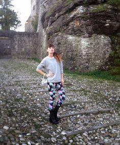 #girl #leggings #floral #style #fashion #sweatshirt #flower #birds #streetwear #italy #winterfashion #falloutfit idea outfit felpa leggings fiorati stampati fiori uccellini, alfa omega brand collezione winter 2013, castello di bardi, the fashionamy blog...