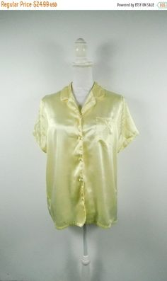 30% OFF TURKEY SALE Vintage Kim Rogers Canary Yellow Button Up Collar Silky  Polyester Sleep 3221cd7d6
