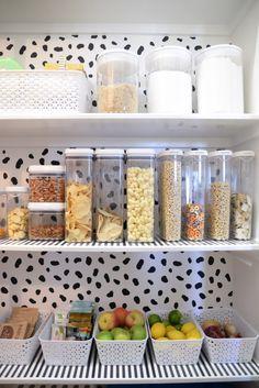 Pantry Makeover: moderner Stil + praktische Organisation – Wills Casa – pantry organization ideas Pantry Storage, Kitchen Storage, Kitchen Decor, Food Storage, Storage Containers, Pantry Makeover, Pantry Design, Storage Design, Kitchen Organisation