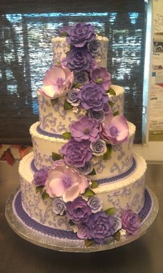 Purple and lavender wedding cake, China-style wedding dessert, flowers decor for summer wedding www.dreamyweddingideas.com