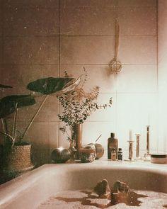 "90 Likes, 2 Comments - @inoraandthemoon on Instagram: ""Bitte einmal hinbeamen  Stattdessen arbeiten  . . . . #bathroomstories #bathroom #bathroomdecor…"""