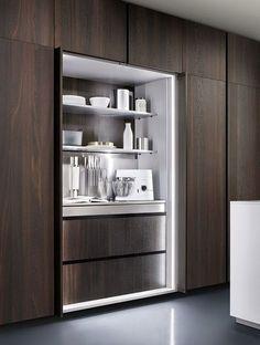 armario desplegable para tener electrodomesticos pequeños y platos y vajilla cajon extraible para cuberteria