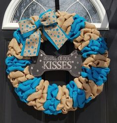 How to Make a Burlap Deco Mesh Wreath for Pet Lovers. See this creative tutorial to show off your love for your furry family members or give to a pet lover. Thanks to Etsy Shop Loves House of Burlap for letting us feature. Christmas Mesh Wreaths, Deco Mesh Wreaths, Fall Wreaths, Burlap Wreaths, Tulle Wreath, Floral Wreaths, Burlap Crafts, Wreath Crafts, Wreath Ideas