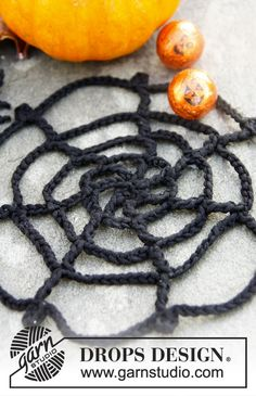 """Webster - DROPS Halloween: Crochet spider web with spider in """"Safran"""". - Free pattern by DROPS Design Crochet Motif, Free Crochet, Knit Crochet, Drops Design, Crochet Pumpkin, Halloween Crochet, Halloween Design, Holiday Traditions, Amigurumi"""
