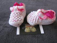 Sandalias blancas y rosas. Talla 2 meses.