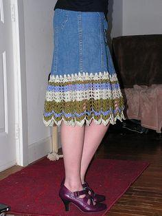 Crochet Skirts Free tutorial on how to add crochet trim to a denim skirt. Black Crochet Dress, Crochet Skirts, Crochet Clothes, Crochet Crafts, Crochet Yarn, Crochet Projects, Crocheted Lace, Moda Crochet, Crochet Trim