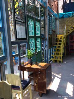Kujuz Cafe, Tran Quy Khoach, Dis.1, HCMC, Vietnam Vintage Coffee Shops, Vintage Cafe, Vintage Room, A Pontenova, Roof Design, House Design, Coffee Shop Photography, Italian Home, Cafe Shop