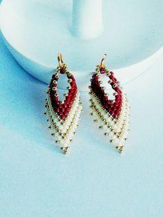 Leaf Earrings, Diy Earrings, Crochet Earrings, Bead Jewellery, Beaded Jewelry, Beaded Bracelets, Bead Crafts, Jewelry Crafts, Motifs Perler