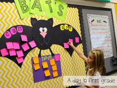 Interactive writing-- bats can, have, are (a great way to introduce students to informational writing) first grade I love my job! {and a Freebie} 1st Grade Science, Kindergarten Science, Kindergarten Classroom, Teaching Science, Classroom Ideas, Preschool, Student Teaching, Monster Classroom, 1st Grade Writing