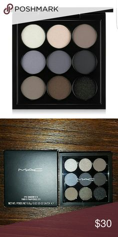 Mac Navy Times Nine eyeshadow This well-edited palette features a colour wave of petite navy hues that offer countless shade combinations. It provides an array of textures from matte to satin to frost for creating a variety of looks for both day and night. The saturated, soft and smooth hues are all packaged in one compact for easy portability. Pocket-Sized Compact. Dimensions: 3 x 3. MAC Cosmetics Makeup Eyeshadow