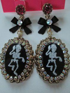 Auth Betsey Johnson Creepshow Skeleton Skull Cameo Bow Dangle Charm Earrings | eBay