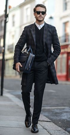 47 Dreamy Business Outfits Ideas For Men This Season To Try Adhering to a business casual dress code often poses a challenge for many men. You want to be comfortable and … Sharp Dressed Man, Well Dressed Men, Mode Masculine, Fashion Mode, Look Fashion, Fashion Fashion, Petite Fashion, Fashion Clothes, Fashion Bags