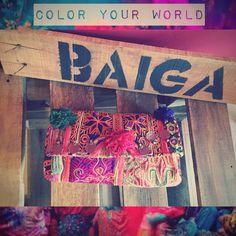 COLOR YOUR WORLD  with BELLA CLUTCH ❤️ #baiga #bags #bolsos #clutch #sobre #moda #onda #style #cool #fashion #stylish #look #color #hindu #indian #rainbow #wood #summer #season #new