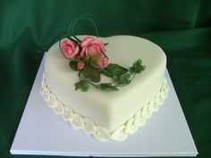 simple and pretty cake for valentines day