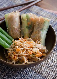 Kimchi Soba Spring Rolls-will make gluten free! Korean Dishes, Korean Food, Sushi Comida, A Food, Good Food, Asian Recipes, Healthy Recipes, Spring Rolls, Summer Rolls